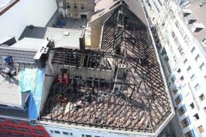 ausgebrannter Dachstuhl nach den Löscharbeiten